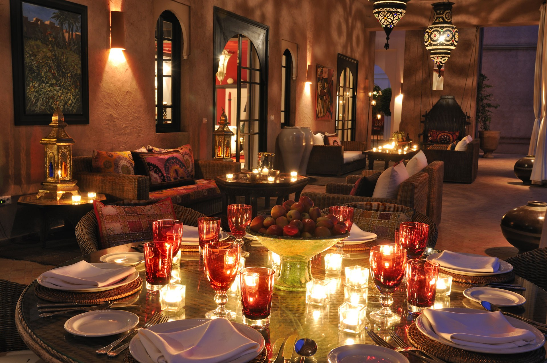 gallery-ezzahra-dining-at-night