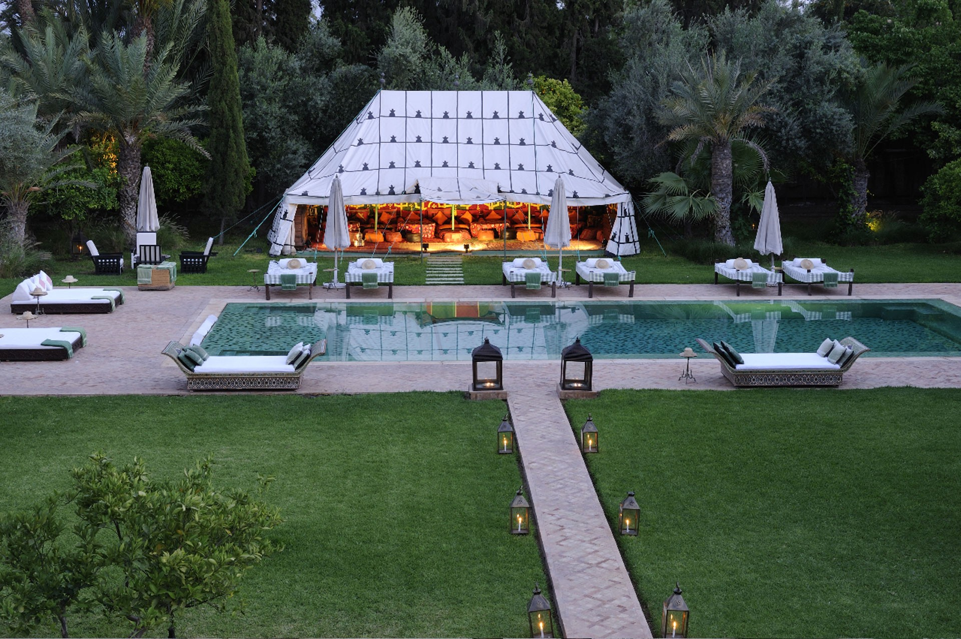 gallery-ezzahra-pool-and-tent