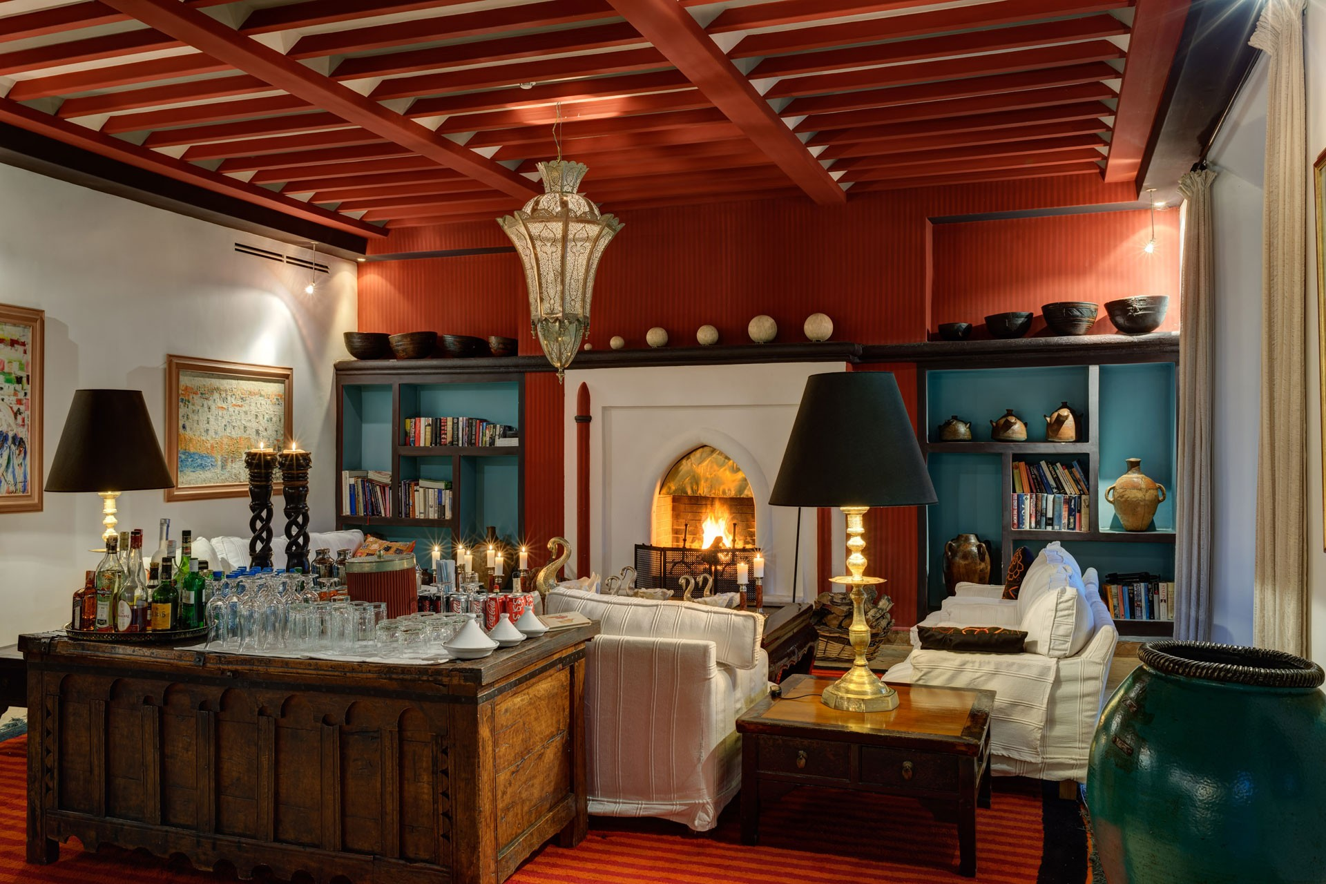 gallery_ezzahra_red_dining